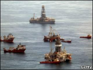 Персидский залив: очистка разлившейся нефти