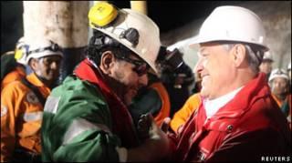 Останній шахтар, якого підняли на землю в Чилі