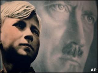 Плакат с изображением Гитлера