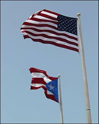 Banderas de EE.UU. y de Puerto Rico (foto Pablo Esparza)