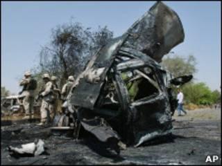 На месте взрыва заминированного автомобиля в Багдаде