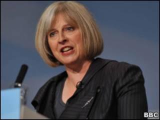 A secretária do Interior Theresa May