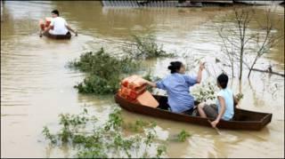 Lụt ở Hương Khê-ảnh của AFP/Ho/Vietnam News Agency