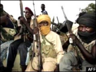 مسلحون من احدى الجماعات المتمردة في دارفور