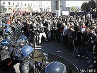 La policía y manifestantes chocaron en la ciudad de Lyon