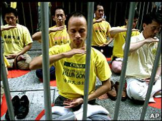香港法輪功學員在示威區內練功(資料圖片)