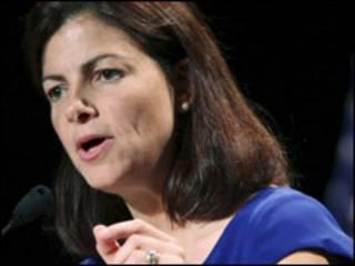 Ứng viên Kelly Ayotte của Đảng Cộng hòa ở New Hampshire. Thăm dò ý kiến cho thấy bà đang dẫn đầu trong cuộc đua vào Thượng viện