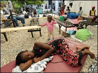 Doente de cólera no Haiti