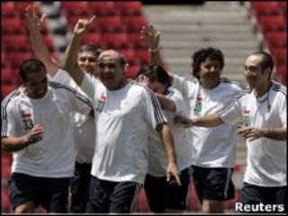 Mineiros chilenos jogam futebol