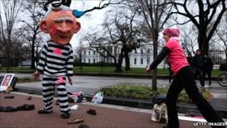 اعتراض به بوش در برابر کاخ سفید