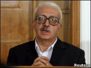 طارق عزيز خلال جلسة استجواب