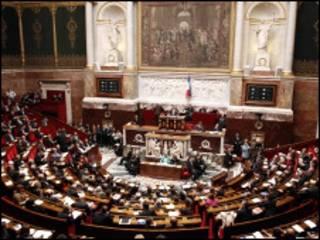البرلمان الفرنسي يقر مشروع القانون