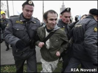 Задержание участника митинга в Москве