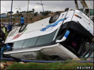 واژگون شدن اتوبوس