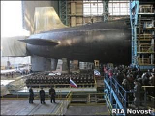 """Церемония спуска на воду атомной подводной лодки """"Юрий Долгорукий"""" в апреле 2007 года"""