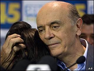 José Serra abraça a filha Verônica