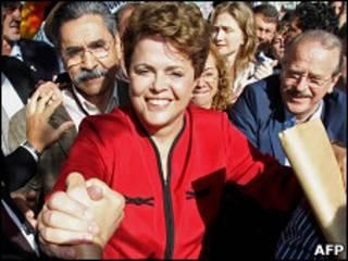 Дилма Руссефф празднует свою победу на выборах президента Бразилии