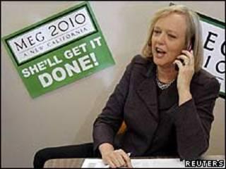 Meg Whitman habla por teléfono
