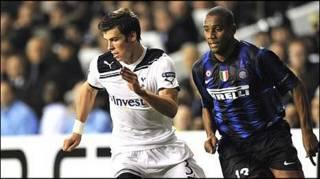 Bale chạy vượt hậu vệ phải Maicon của Inter Milan