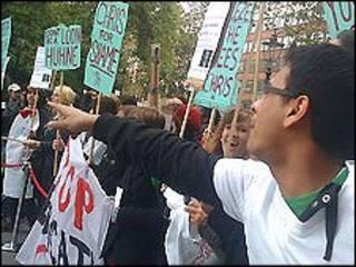 Sinh viên Anh biểu tình phản đối việc cắt giảm ngân sách giáo dục