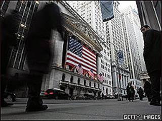 La Reserva Federal de Estados Unidos anunció que introducirá $600.000 millones a la economía de Estados Unidos a finales de junio de 2011