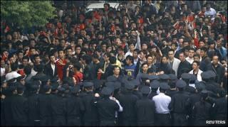 Người Trung Quốc biểu tình ở Vũ Hán hôm 18/10