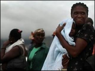 تخلیه مادران و کودکان از اردوگاهی در هائیتی