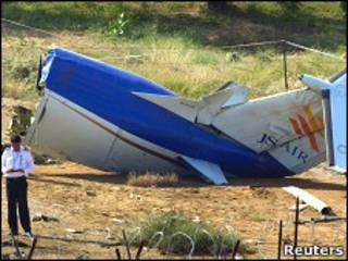 Обломок самолета, разбившегося в аэропорту Карачи
