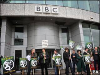 Сотрудники Би-би-си, принимающие участие в забастовке