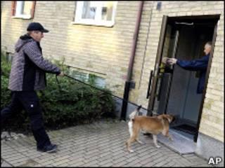 الشرطة السويدية تقتحم عمارة المشتبه به