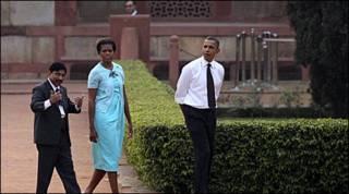 ओबामा और मिशेल दिल्ली में हुमायूँ के मकबरे पर