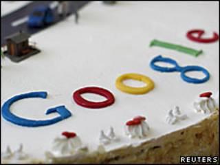 Un pastel con el logo de Google