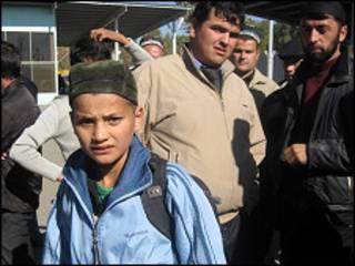Один из таджикистанских учеников, возвращенных из Египта