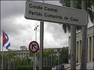 Cartel del Partido Comunista Cubano (foto Raquel Pérez)