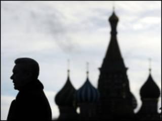 Мэр Москвы Сергей Собянин на фоне собора Василия Блаженного