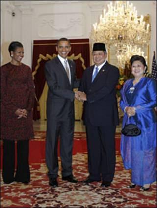 बराक ओबामा इंडोनेशिया के राष्ट्रपति के साथ