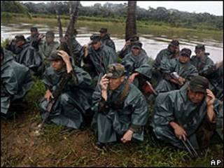 Soldados de Nicaragua en la zona fronteriza con Costa Rica del río San Juan.