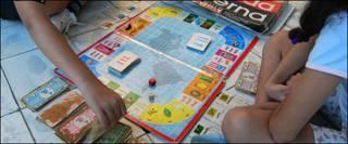 Niños jugando Deuda Eterna  Foto: Raquel Pérez
