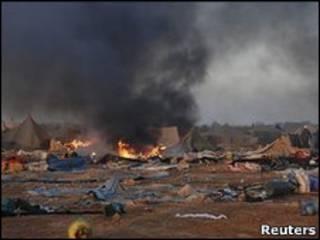 بقايا المخيم الذي فككته قوات الأمن المغربية في العيون مؤخرا