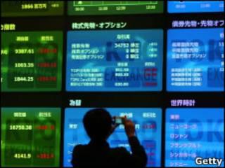 Электронное табло на японской фондовой бирже