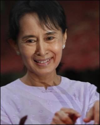 Lãnh tụ ủng hộ dân chủ Aung San Suu Kyi