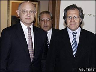 Héctor Timerman (izq.) y Luis Almagro
