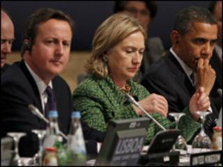 اوباما وكلينتون وكاميرون خلال قمة الناتو في لشبونة
