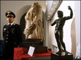 تمثالان ايطاليان مسروقان