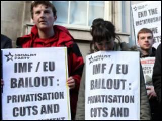 متظاهرون ضد صفقة الإنقاذ في إيرلندا