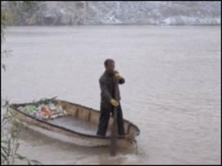 رجل القارب