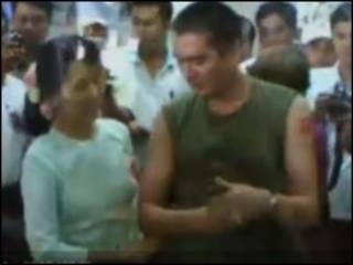 Аун Сан Су Чжи с сыном