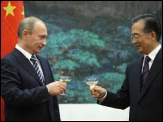 بوتين ونظيره الصيني وين جيباو