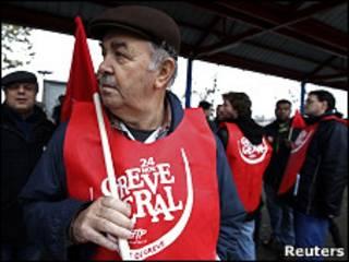 Участник забастовки в Португалии