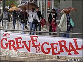 Faixa alerta sobre a greve geral em Lisboa